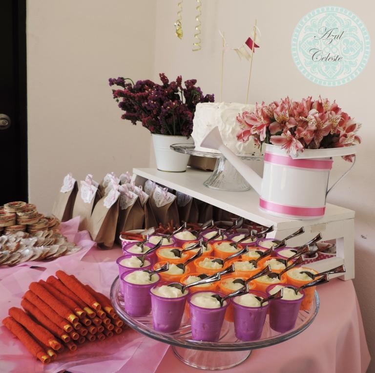 Mesa de dulces y pastel con decoraci n en rosa azul celeste for Cristaleria para bar